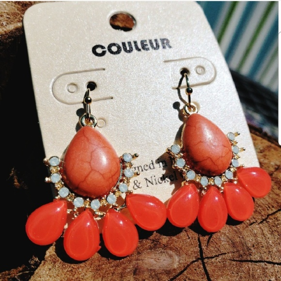 Couleur Jewelry - Red Teardrop Resin Dangle Earrings